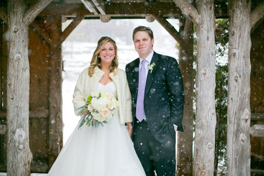 wedding photos in the snow