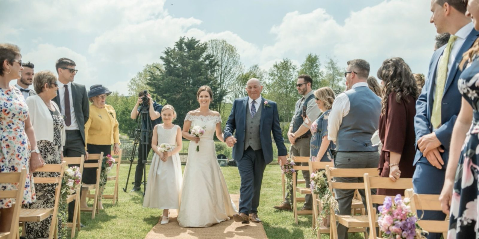 Outdoor wedding ceremonies at Cott Farm - Photo: Tess Chapman